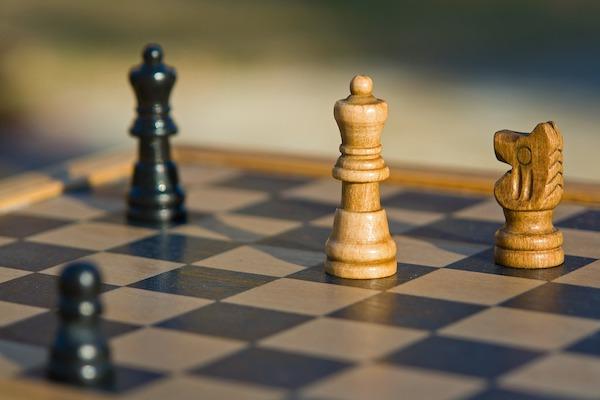 Imagem de jogo de xadrez representando estratégia